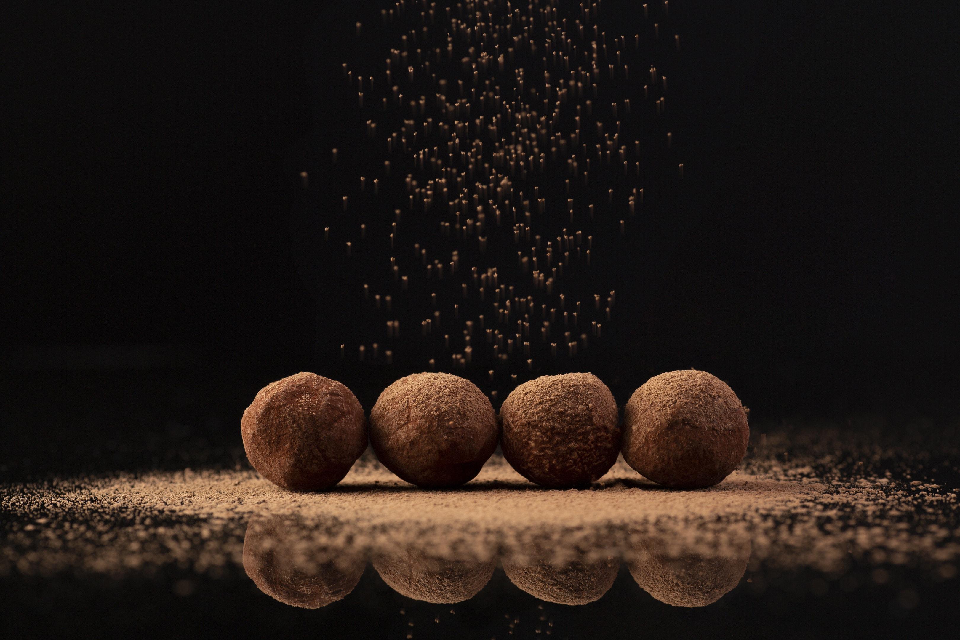 Cocoa sprinkled truffles
