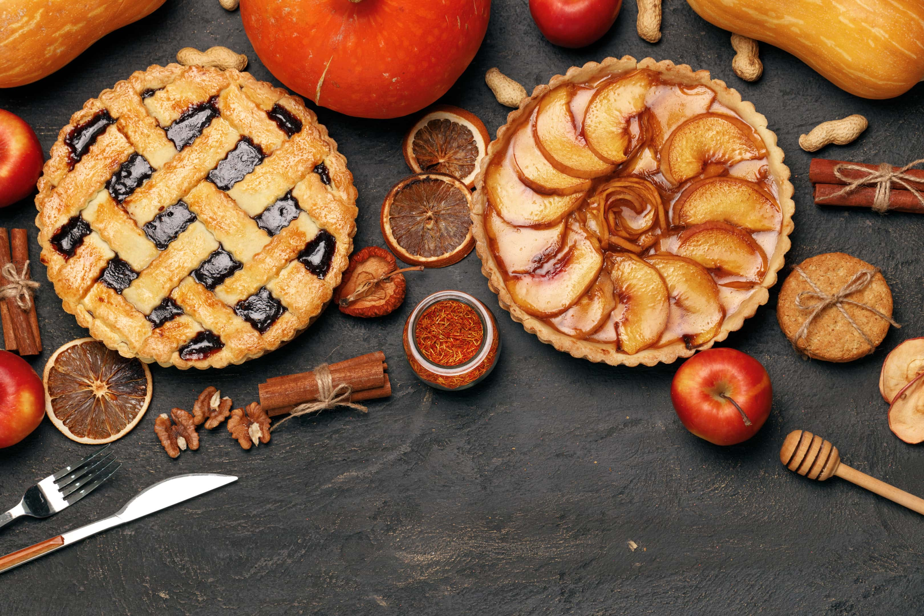 Pumpkin pie and apple pie