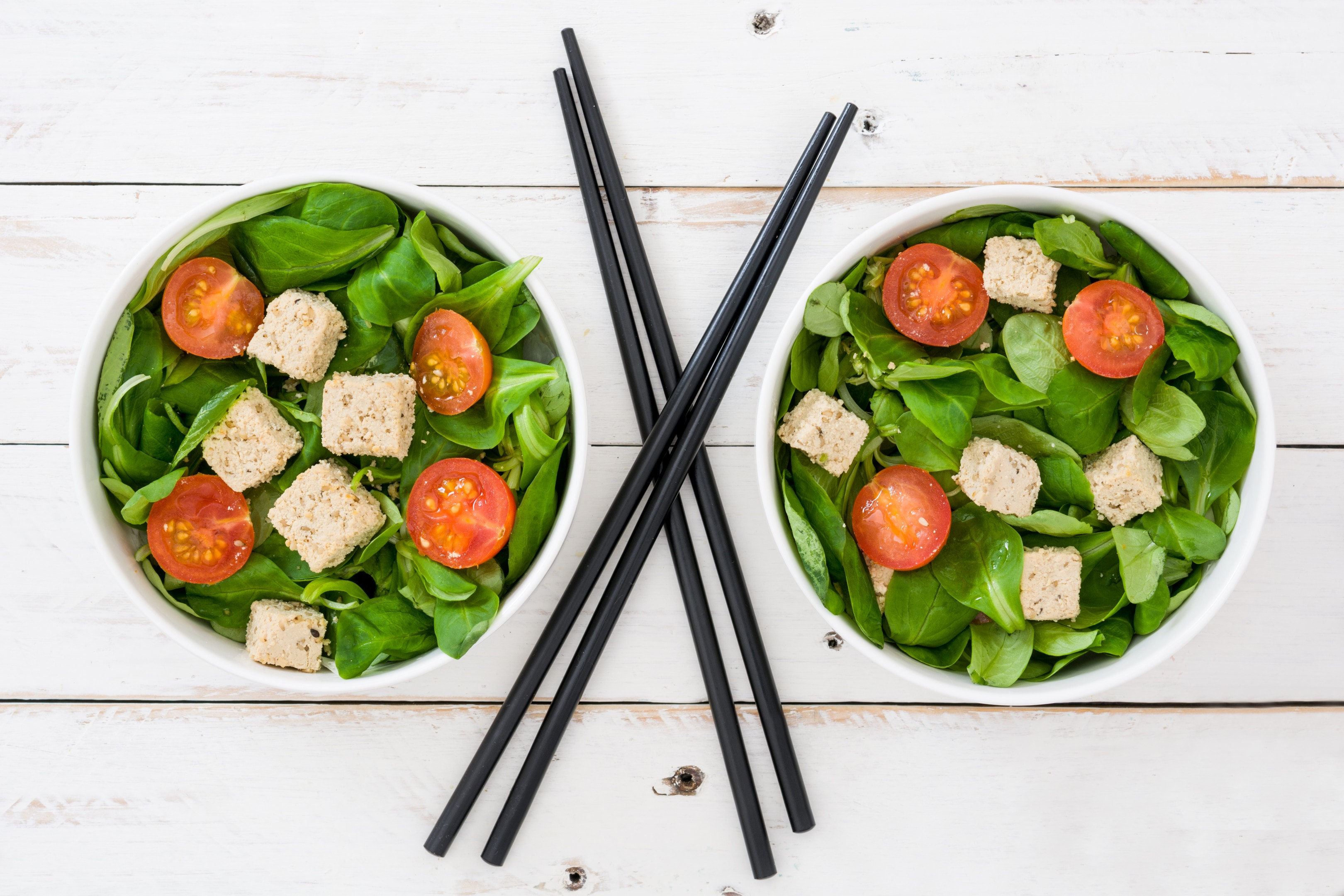 Tofu salad with tomatoes and spinach