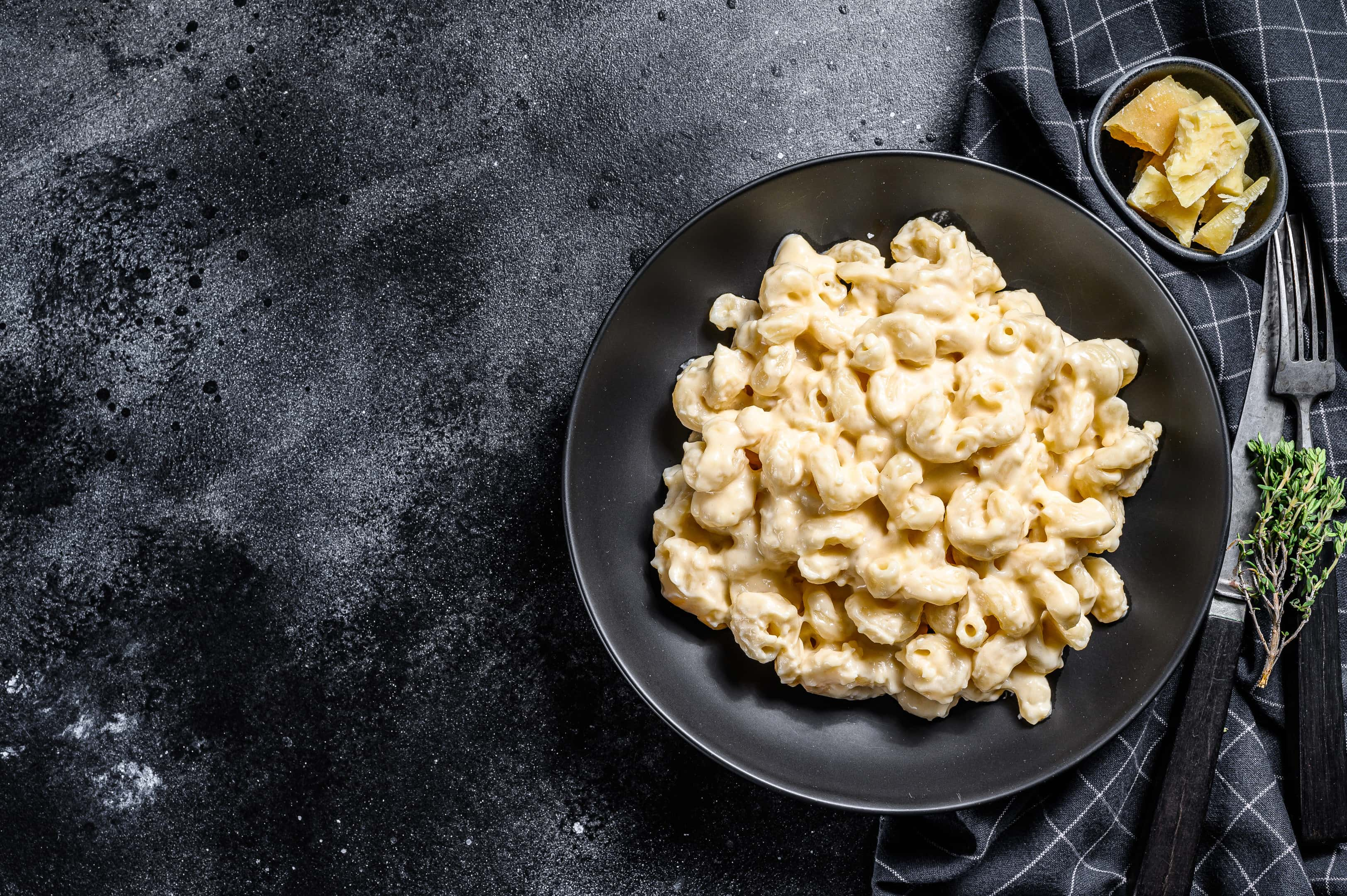 American style macaroni pasta and cheese