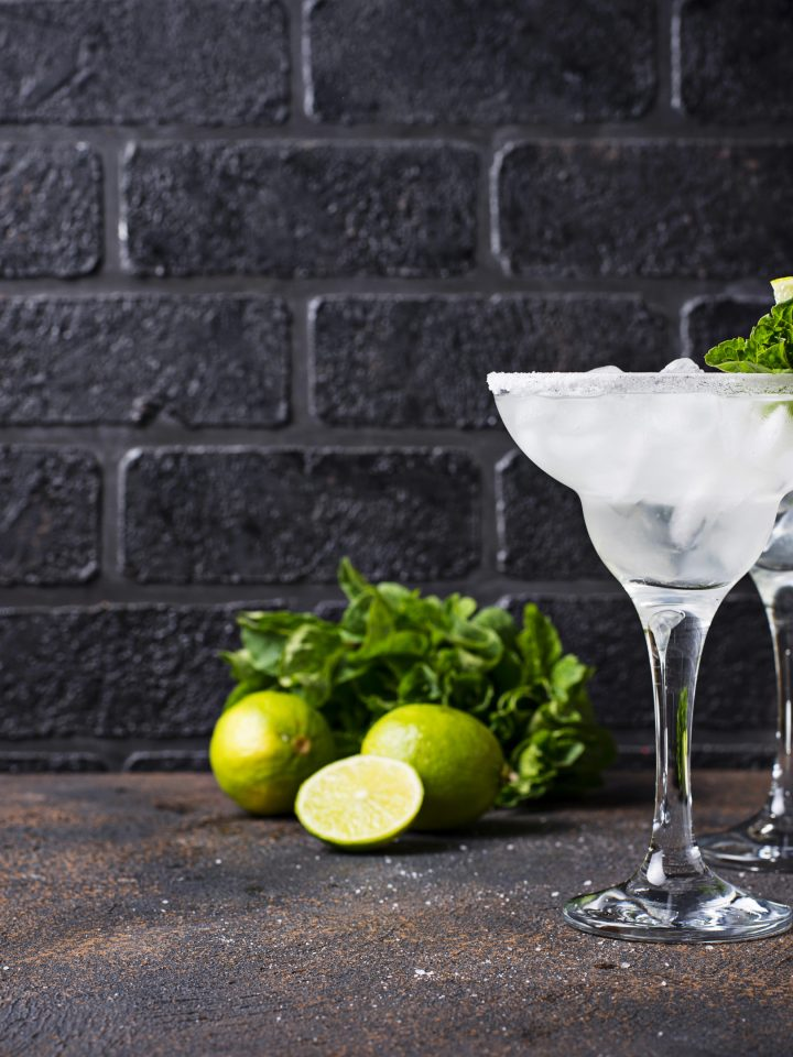 Margarita cocktails with lime and ice