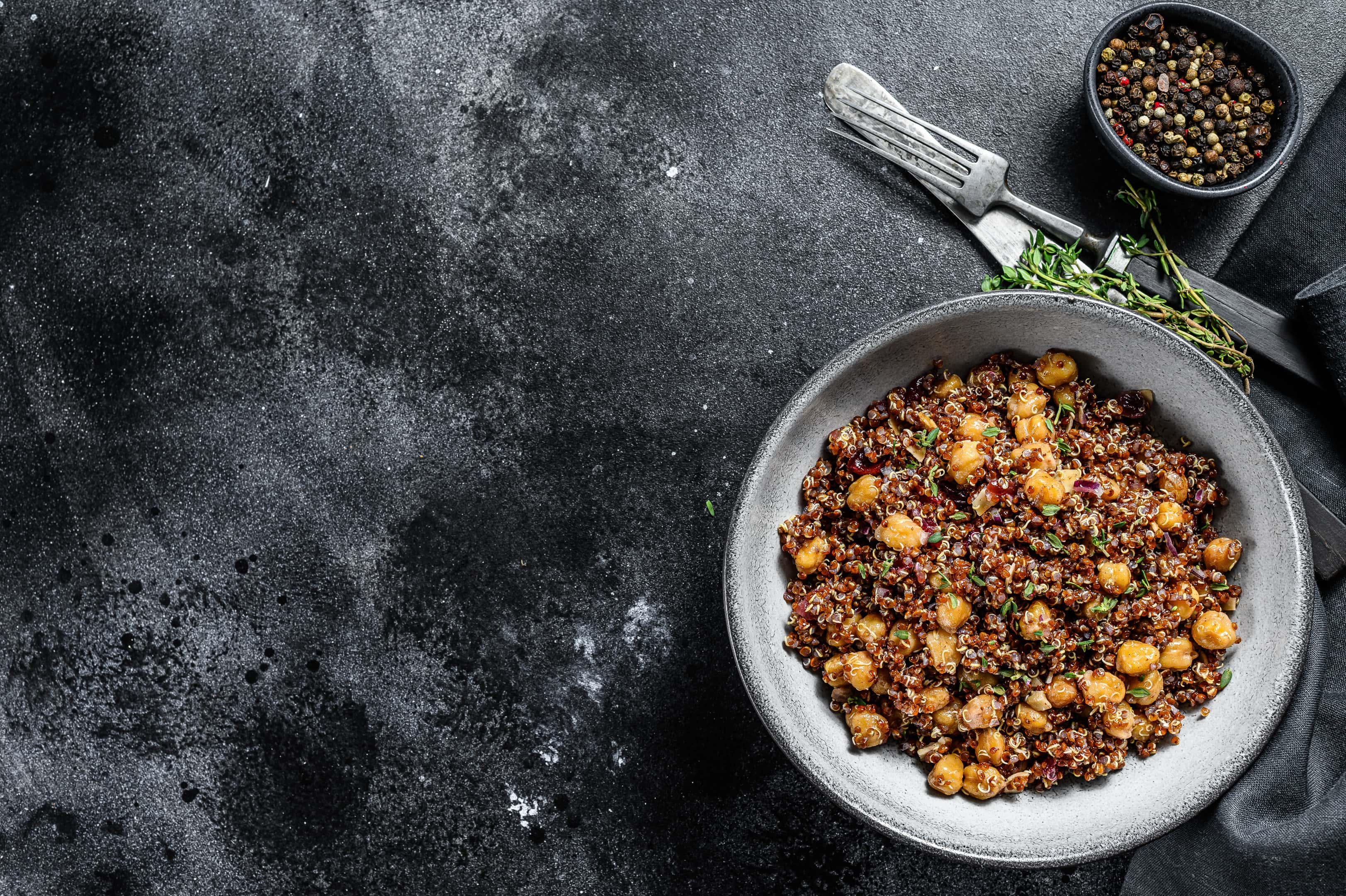 Quinoa salad with chickpeas thyme