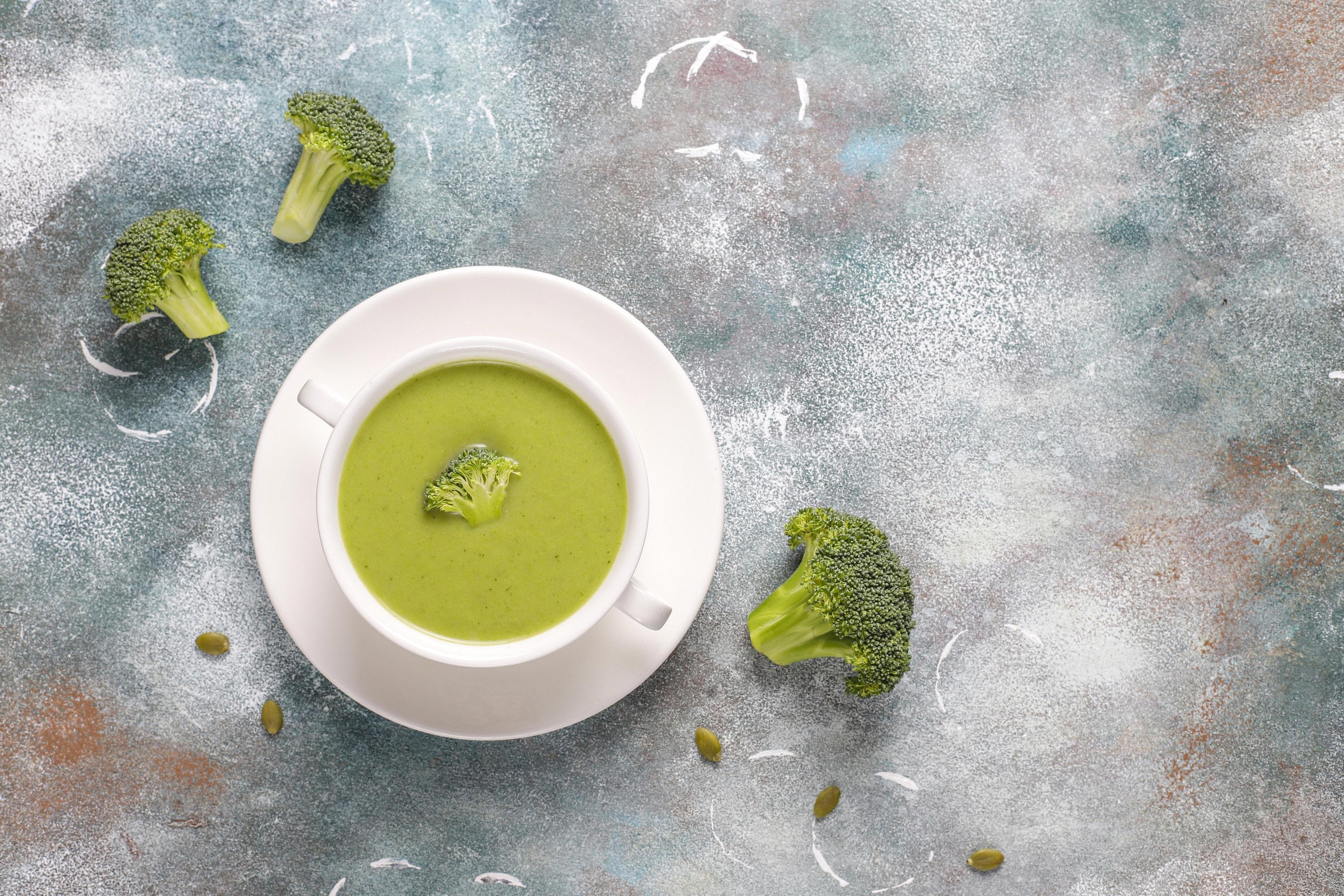 Green homemade broccoli cream soup