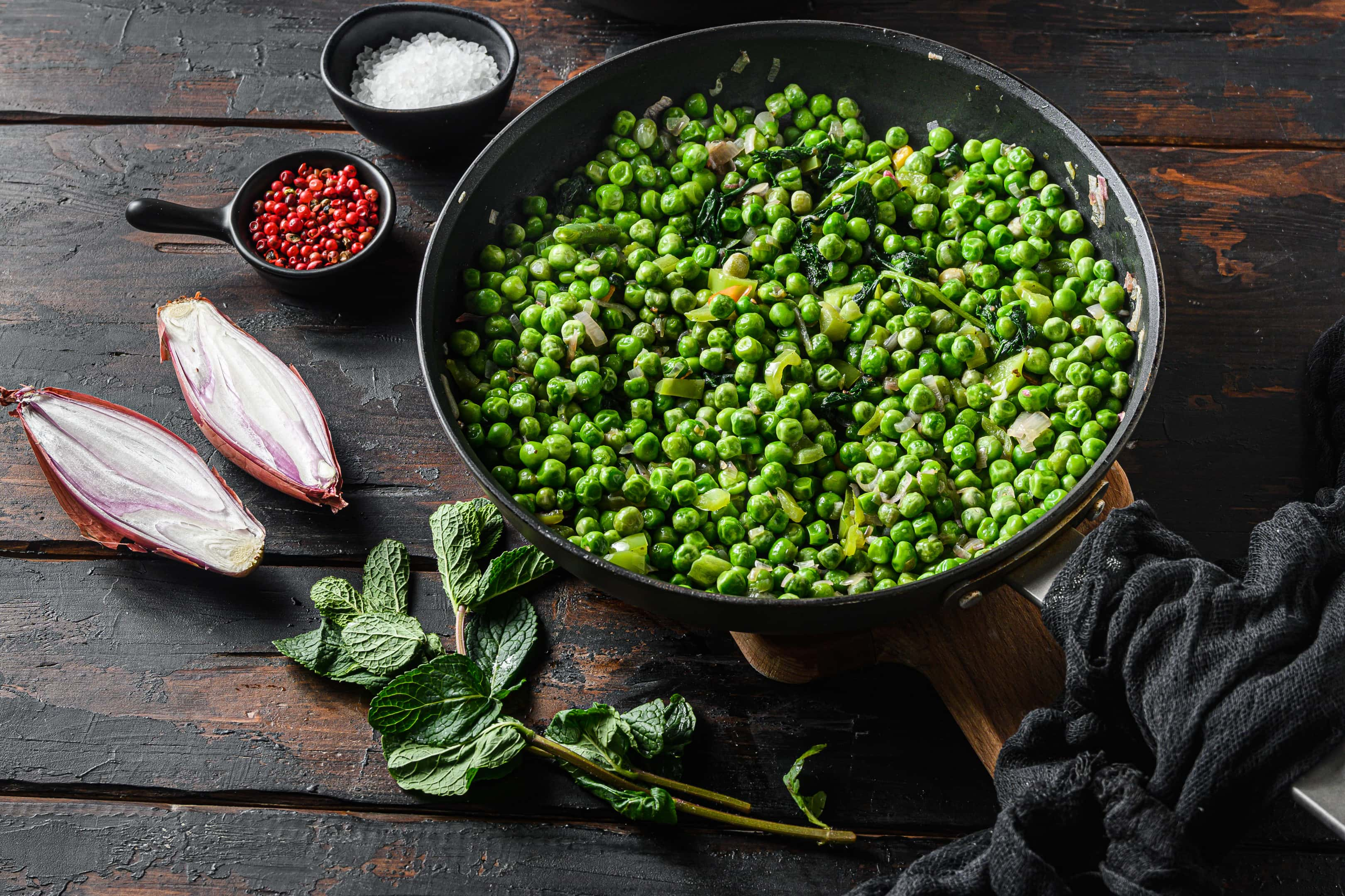 Yorkshire mushy peas with shallots, peppers and mint