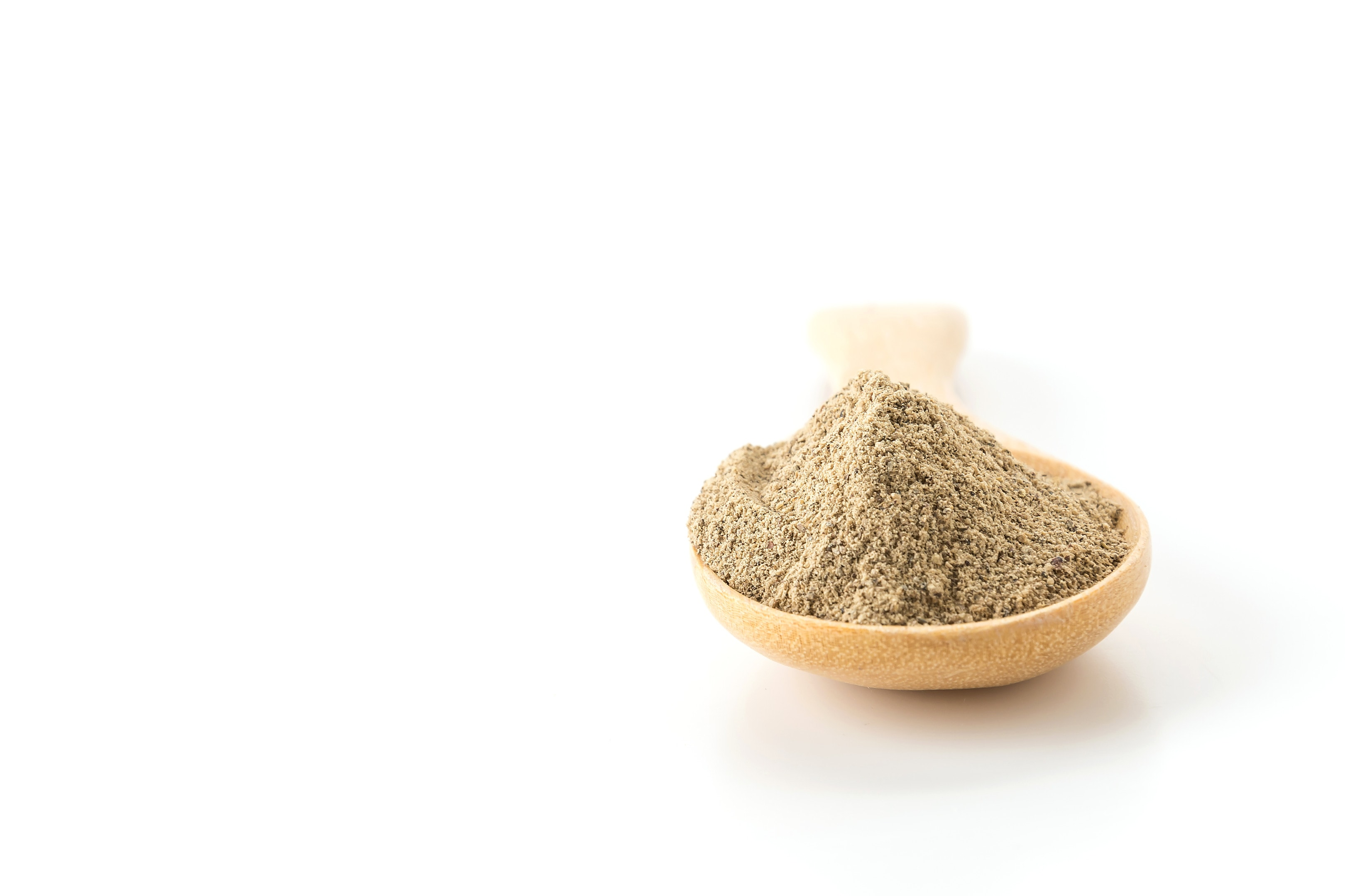 Vekhand powder on a wooden spoon