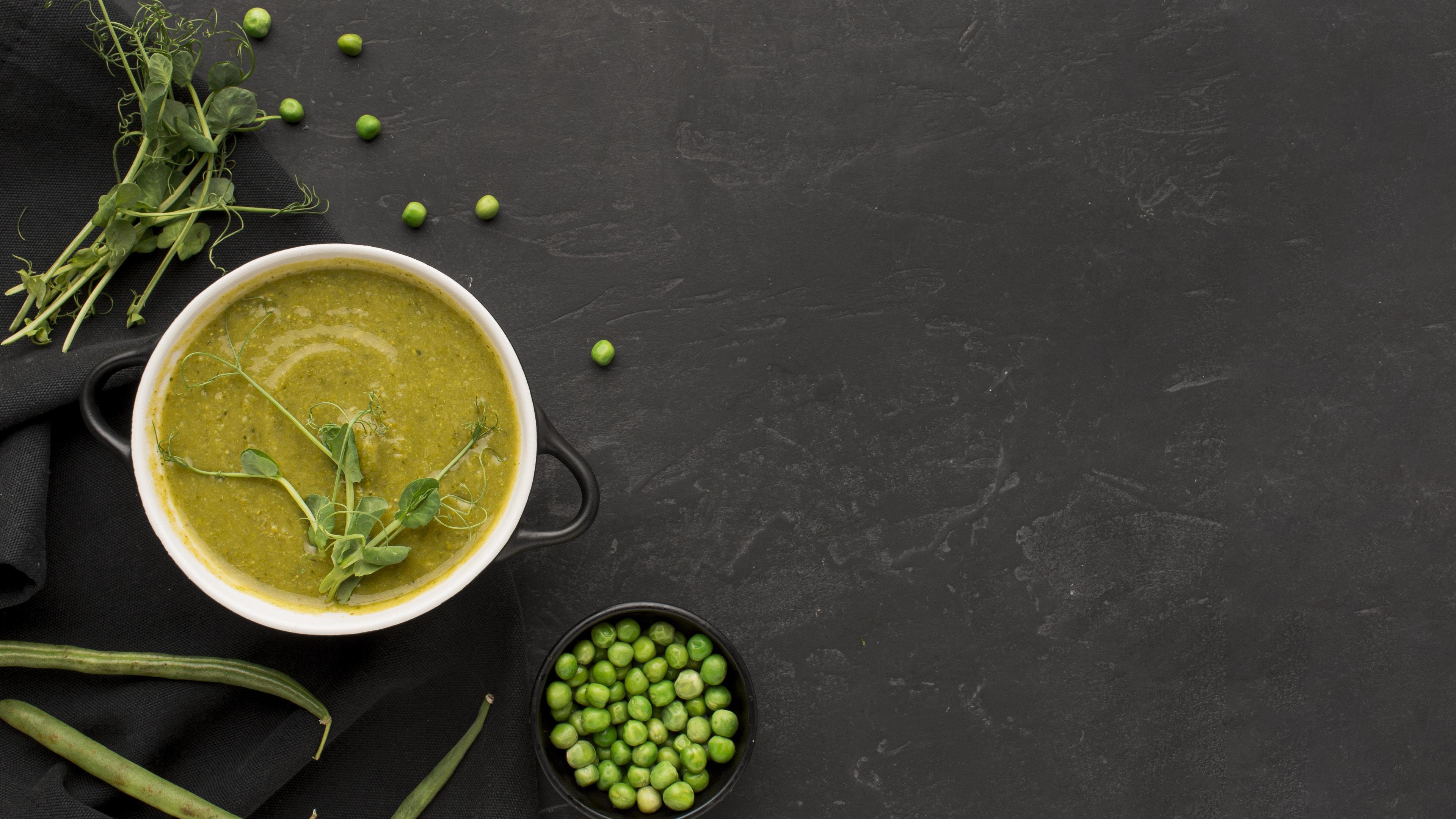 Green peas soup and fresh green peas