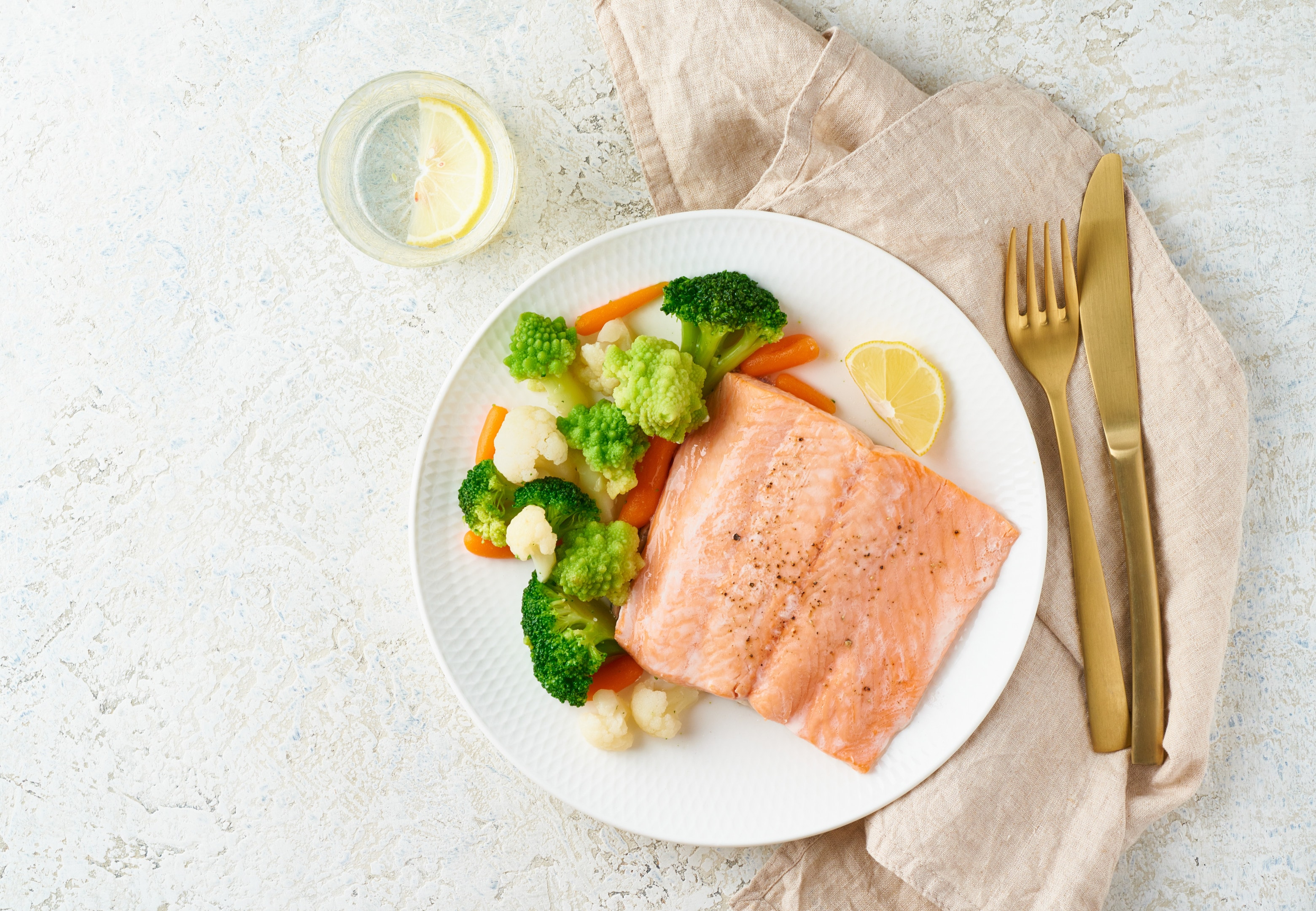 Steamed salmon with steamed broccoli, Romanesco and cauliflower