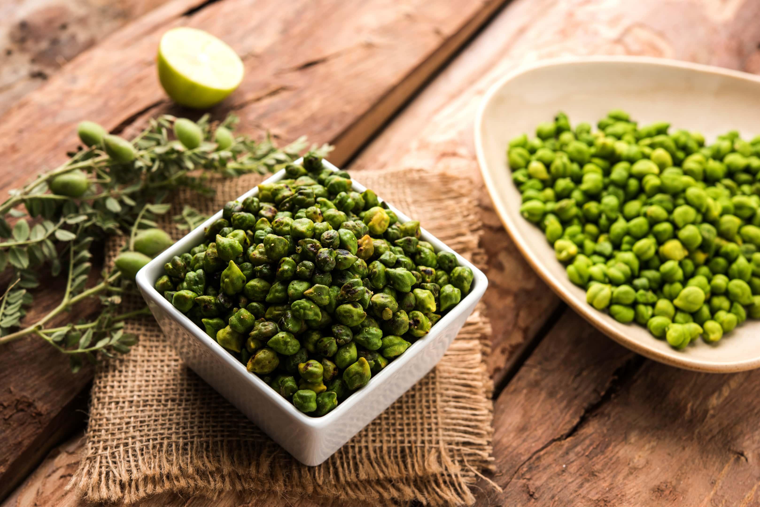 Roasted and fresh green chickpeas — Hara Harbara — in bowls